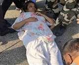 शबाना आजमी की गाड़ी का मुंबई-पुणे एक्सप्रेस पर हुआ एक्सीडेंट, अस्पताल में भर्ती!