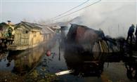 श्रीनगर के डल गेट इलाके में आग से तीन हाउसबोट को नुकसान