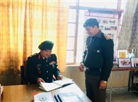 ग्रुप कमांडर राजीव ठाकुर ने जांचे दस्तावेज