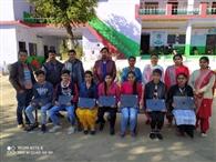 विद्यार्थियों को वितरित किए लैपटॉप
