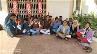हंगामा कर रहे छात्रों को परीक्षा नियंत्रक कार्यालय से बाहर निकाला