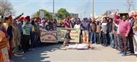 साझा मुलाजिम फ्रंट ने प्रदर्शन कर सरकार का पुतला जलाया