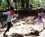 वैलेंटाइन-डे का कथित विरोध करते हुए युवती को डंडा लेकर दौड़ाया, आईजी ने की ऐसी कार्रवाई