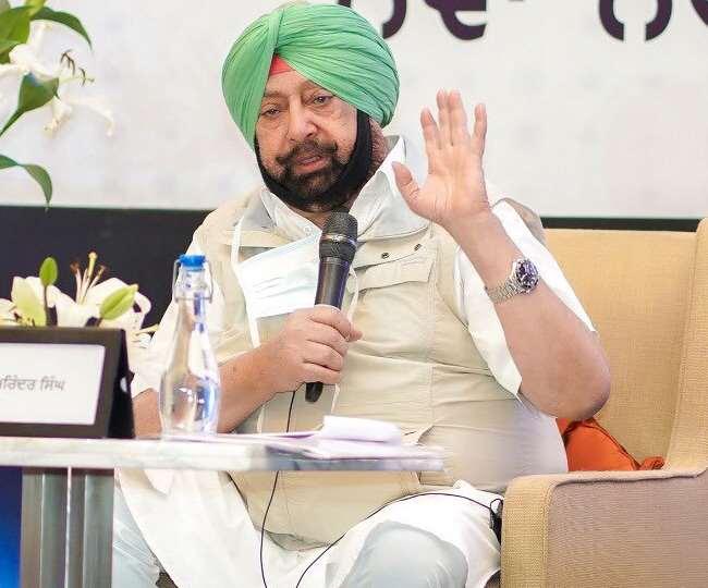 पत्रकारों से बातचीत करते पंजाब के सीएम कैप्टन अमरिंदर सिंह।