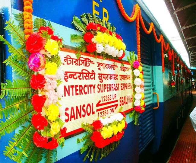 आसनसोल-सियालदह इंटरसिटी एक्सप्रेस रेलगाड़ी ( फाइल फोटो)।