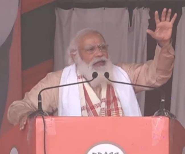 प्रधानमंत्री नरेंद्र मोदी ने गुरुवार को असम के करीमगंज में एक जनसभा को संबोधित किया।