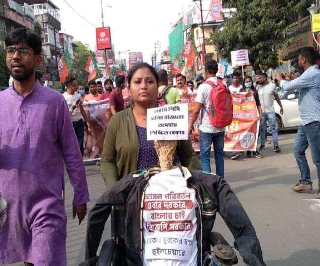सिलीगुड़ी में भारतीय जनता युवा मोर्चा की ओर से निकाली गई रैली मैं शामिल समर्थक