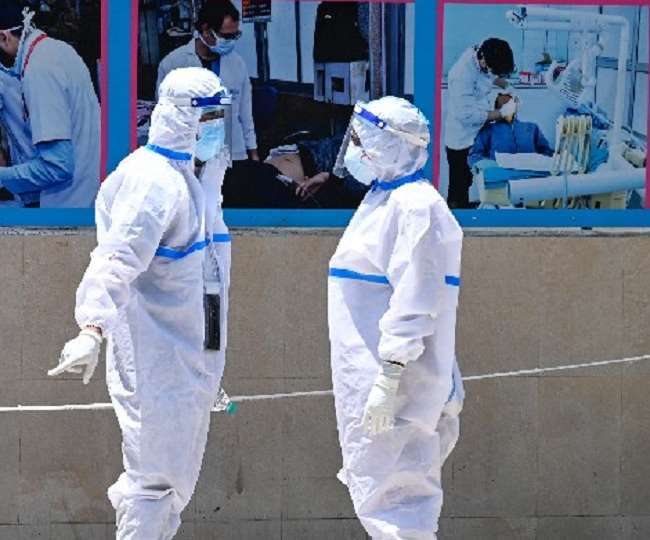 देश में घट रहा संक्रमण का दर, डरा रहा मौतों का आंकड़ा; बीते 24 घंटों में 4,329 लोगों की मौत