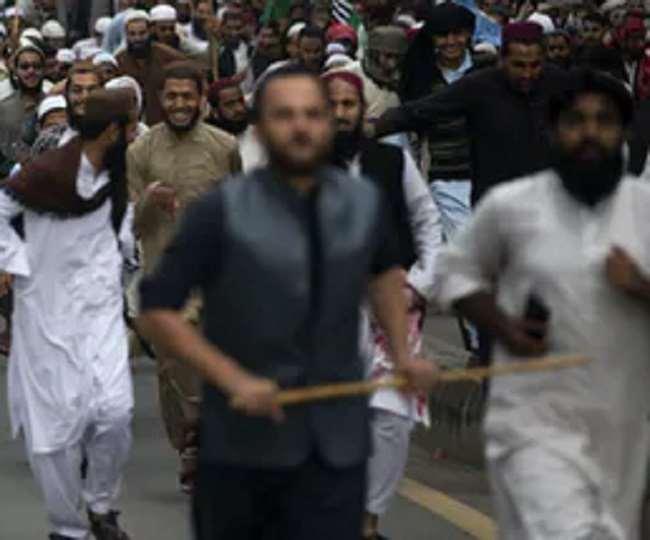 ईश निंदा आरोपी की हत्या के इराजे से थाने में घुसी थी भीड़। (प्रतिकात्मक तस्वीर)