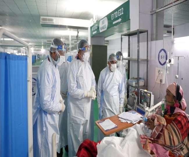 स्वास्थ्य मंत्री सत्येंद्र जैन ने रामलीला मैदान में बनाए गए कोविड केयर सेंटर का दौरा किया