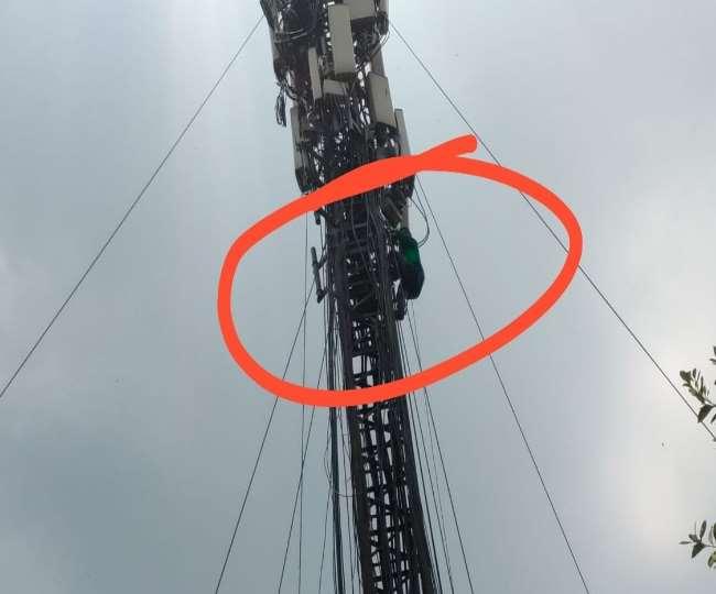 देखिये तस्वीरें- गर्लफ्रेंड ने धोखा दिया तो शराब पीकर मोबाइल टावर पर चढ़ गया दिल्ली का युवक