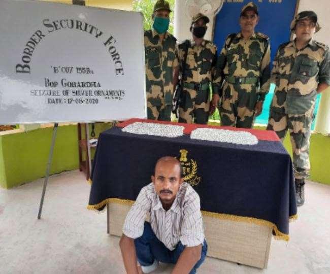 बीएसएफ ने बांग्लादेश सीमा के पास 10 किलोग्राम चांदी के आभूषणों के साथ एक तस्कर को रंगे हाथ दबोचा