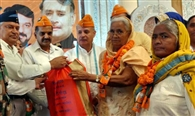 प्रदेश की भाजपा सरकार ने शहीदों के आश्रितों को दी नौकरियां: इंद्रजीत