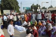 करंट से माली की मौत, विरोध में परिजनों ने लगाया जाम