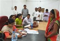 महिलाओं से संवाद, सीएम की टीम ने सुनीं समस्याएं