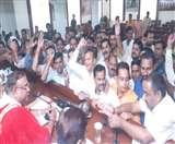 पार्षदों के हंगामे के बाद नगर निगम का सदन स्थगित, लगे प्रशासन मुर्दाबाद के नारे Agra News