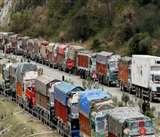 Jammu Kashmir: राज्य प्रशासन की हिदायत, सुरक्षाबलों के शिविरों में शरण लें ट्रक चालक