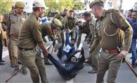 राजभवन का घेराव करने पहुंचे एबीवीपी कार्यकताओं की पुलिस से झड़प, 150 हिरासत में