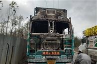 त्राल में आतंकियों ने ट्रक जलाया