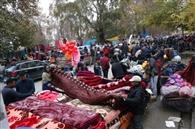 कश्मीर के संडे बाजार में खूब बिके गर्म कपड़े