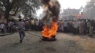सोनू की मौत मामले में कार्रवाई की मांग को लेकर परिजनों ने किया सड़क जाम