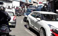 बागेश्वर में जाम ने बिगाड़ा ट्रैफिक प्लान, यात्रियों की हो रही फजीहत