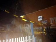 स्टेयरिग फेल होने से ट्रक रेलवे फाटक में घुसा