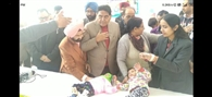 ढाई घंटे लेट पहुंचे कैबिनेट मंत्री, सिविल अस्पताल में बच्चों को लेकर बैठी रही महिलाएं