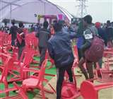 सपा के कार्यक्रम में मची भगदड़, युवाओं ने जमकर किया तोड़फोड़, नेताओं को युवाओं ने दौड़ाया