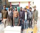 छत्ता के बाजार में बन रहा नकली मोबिल ऑयल, 9 गिरफ्तार Agra News