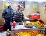 स्वाद पंजाब दाः पिज्जा-बर्गर के पकौड़े खाने के लिए लाइन में लगते हैं लोग, मशहूर है शहर की ये दुकान