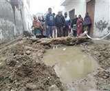राजनगर में सीवरेज समस्या विकराल, निगम कमिश्नर को दुकानों की चाबियां सौंपेंगे दुकानदार