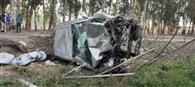 तेज रफ्तार कार पेड़ से टकराई, एक युवक की मौत, दो घायल