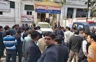 वकीलों की तीसरे दिन भी हड़ताल, पुलिस ने दर्ज की रिपोर्ट