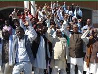 अनियमितता के खिलाफ किसानों ने किया प्रदर्शन