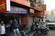 जुगसलाई में ग्राहक बुलाने को लेकर दो पटाखा दुकानदारों में मारपीट