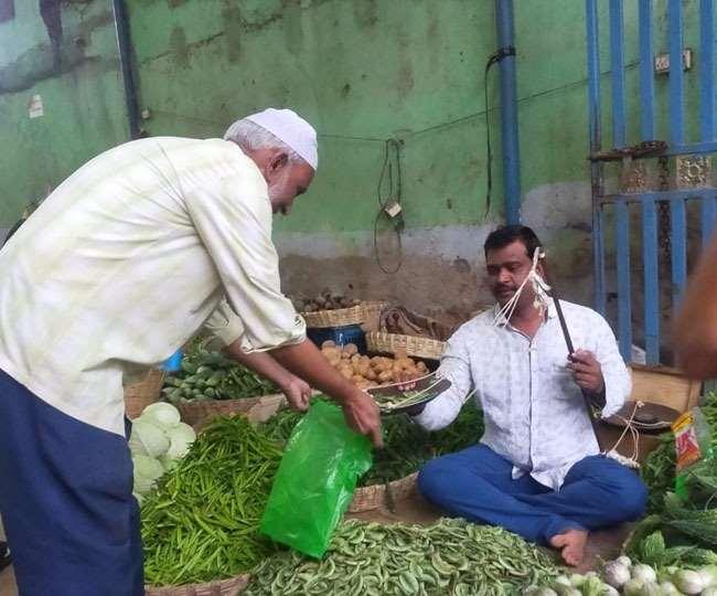 सब्जी बेचने वाला ये शख्स बना आंध्र प्रदेश के नगर पालिका का अध्यक्ष। (फोटो: एएनआइ)
