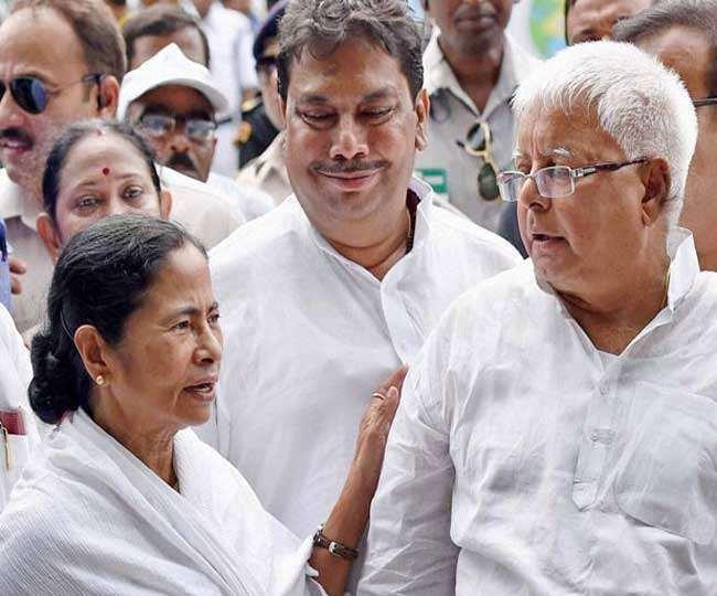 पश्चिम बंगाल की मुख्यमंत्री ममता बनर्जी तथा आरजेडी सुप्रीमो लालू प्रसाद यादव। फाइल तस्वीर।