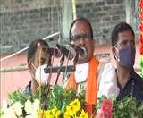 पश्चिम बंगाल के मेदिनीपुर में एक रैली को संबोधित करते शिवराज सिंह चौहान। (एएनआइ)