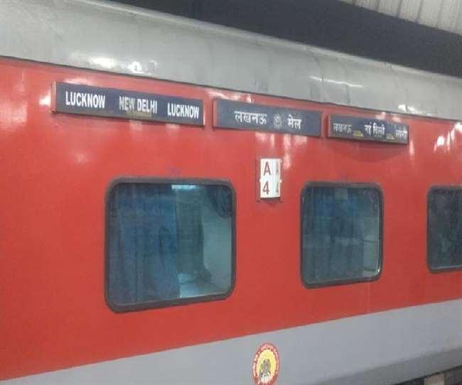 ट्रेन में बम मिलने की सूचना के बाद गाजियाबाद स्टेशन पर इसकी जांच की गई।
