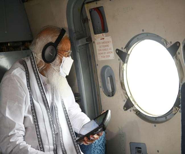 चक्रवात प्रभावित इलाकों का जायजा ले रहे प्रधानमंत्री मोदी