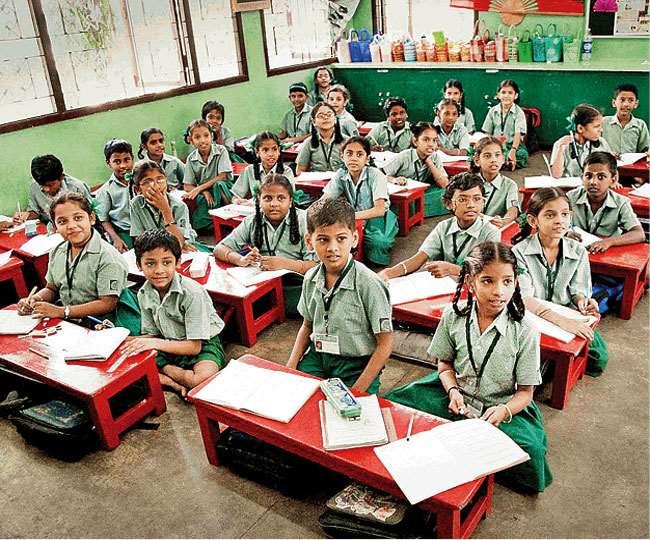 महामारी के बाद स्कूली शिक्षा व्यवस्था में पैदा हुई चुनौतियों से समग्रता से निपटने की आवश्यकता है। फाइल