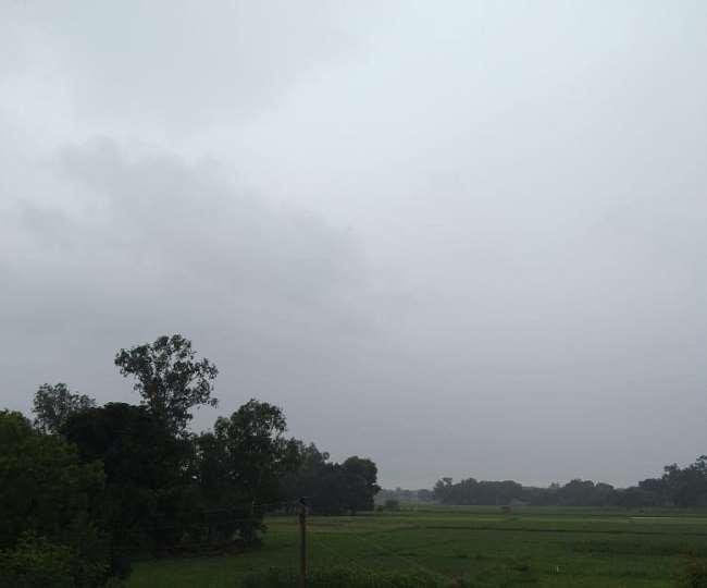 मौसम विभाग ने आज कई राज्यों में भारी बारिश की चेतावनी जारी की है (फोटो जागरण)