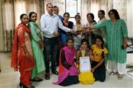 दो छात्राओं ने योग में जीते पदक, कॉलेज में स्वागत