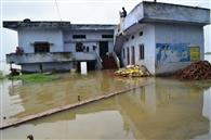 गंगा का बढ़ाव जारी, रौद्र रूप देख दहशत में ग्रामीण
