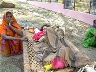 समय से एंबुलेंस न पहुंचने पर ग्रामीण की मौत