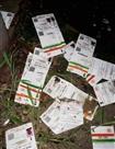 डाकघर के बगल सड़क पर भारी मात्रा में मिले आधार कार्ड