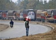 कश्मीर में अब हाईवे और सुरक्षा शिविरों के पास होगा सेब निर्यात