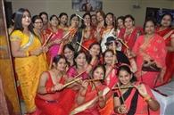 डांडिया नृत्य के साथ महिलाओं ने की मस्ती