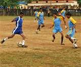 नक्सलगढ़ के बच्चे गोलियां नहीं, दागते हैं दनादन गोल, BSP चला रहा मुहिम